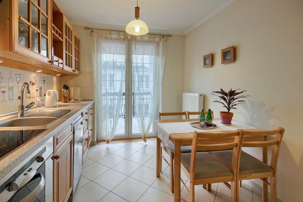 Apartament Beta - kuchnia z pełnym wyposażeniem